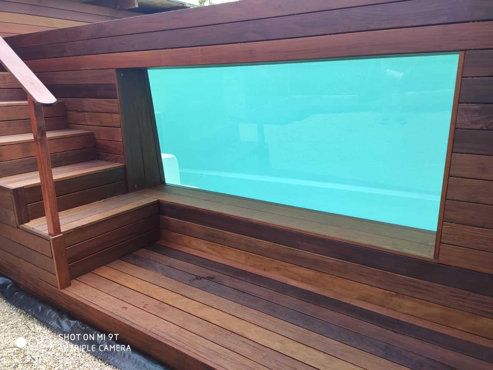 בריכות שחייה פיברגלס דופן זכוכית
